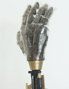 Artificial skin that can feel touch, warmth, rain. A next step in humanising wearables and prostesis