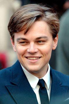 Leonardo DiCaprio: Look Book - Celebrity Hair and Hairstyles Leonardo Dicaprio Photos, Leonardo Dicaprio Hairstyle, Lindos Videos, Leonardo Dicapro, Hollywood Celebrities, Beautiful Boys, Celebrity Crush, Actors & Actresses, Movies