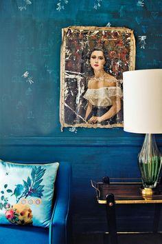 blue living room wall and sofa. / sfgirlbybay - Home Decoration - Interior Design Ideas Blue Rooms, Blue Walls, Indigo Walls, Dark Walls, White Walls, Color Inspiration, Interior Inspiration, Estilo Kitsch, American Splendor