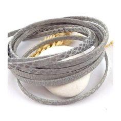 2 metres de cordon cuir plat 5mm grave serpent gris clair origine europe pour creation et fabrication de bracelets en cuir Prix sacrifié, destockage.