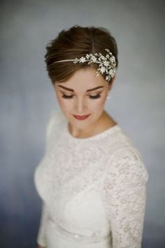 20 Short Pixie Wedding Hairstyles, Don't let the length fool you, short haircuts like pixie cut can also be wedding hairstyle. The short pixie cut has just as much versatility as your…, Pixie Cuts Source by vernandglen Wedding Headband, Short Hair Cuts, Short Hair Styles, Short Bride, Short Hair Brides, Pixie Bride, Headband Hairstyles, Pixie Wedding Hairstyles, Hairstyle Short