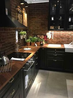 There is no question that designing a new kitchen layout for a large kitchen is much easier than for a small kitchen. A large kitchen provides a designer with adequate space to incorporate many convenient kitchen accessories such as wall ovens, raised. Best Kitchen Cabinets, Kitchen Cabinet Design, Modern Kitchen Design, Kitchen Countertops, Marble Countertops, Black Counters, Island Kitchen, Kitchen Backsplash, Home Decor Kitchen