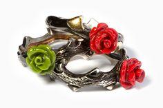 Anéis em prata e ouro com rosa em coral. Várias cores. Silver and gold rings with coral rose. Various colors. http://www.namorarportugal.pt/loja