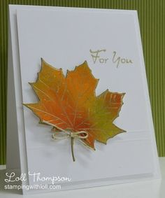 Открытка из листьев клена на бумаге