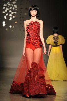 Dress : Georges Hobeika