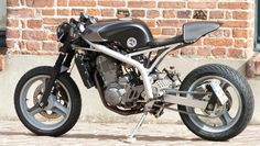 Nice built using a Cagiva 125 Mito tank and a custom subframe + seat. Chassis, fork, engine and wheels appear to be stock