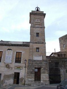 Acquaviva PlataniTorre dell'orologio alta 18 metri