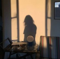 Ideas For Photography Lighting Shadow Pictures Foto Pose, Aesthetic Photo, Brown Aesthetic, Simple Aesthetic, Aesthetic Boy, Belle Photo, Art Photography, Photography Lighting, Loneliness Photography