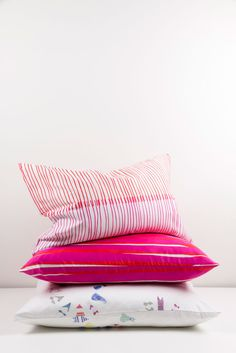 ZigZagZurich makes luxury bedding, duvet covers, curtains, throws and blankets, designed by artists using the finest quality materials made in Italy Luxury Bedding, Duvet Covers, Bed Pillows, Pillow Cases, Textiles, Artist, Design, Pillows, Luxury Bed Linens