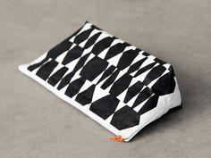 """Faltbodentasche Längs """"Steine"""" von blandine taschen  auf DaWanda.com Throw Pillows, Etsy, Boden, Stones, Bags, Toss Pillows, Cushions, Decorative Pillows, Decor Pillows"""