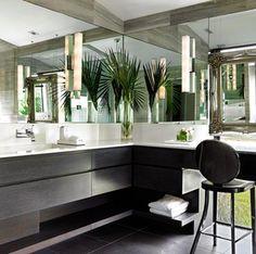 20 Beach Bathroom Decor Ideas For Tropical Vibes All Year-Round Tropical Bathroom Decor, Beach Theme Bathroom, Bathroom Red, Beach Bathrooms, Boho Bathroom, Diy Bathroom Decor, Bathroom Interior, Bathroom Lighting, Tropical Decor