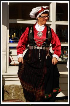 noorse-klederdracht Going Out Of Business, Norway, Holland, Dutch, To Go, Costumes, Headgear, Folklore, Traditional Outfits