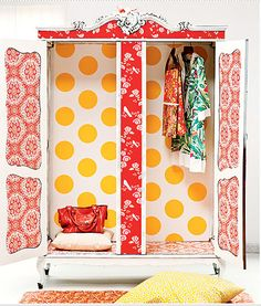 Precioso armario empapelado...
