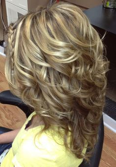 How do I get my curls to look like this? If you want a natural new median layered hair cuts from summer to fall, why not try these medium layered hair cuts hair styles or colors? There are a ton of options for you to choose. Check out! Medium Length Hair Cuts With Layers, Medium Hair Cuts, Short Hair Cuts, Medium Curls, Long Hair Short Layers, Short Bobs, Medium Waves, Medium Blonde, Long Curly