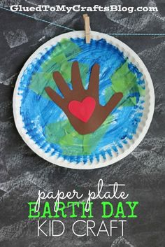 Paper Plate Earth Day Kid Craft - Handprint Element for a Keepsake Idea - Spring Themed Tutorial Earth Day Activities for Kids Kids Crafts, Recycled Crafts Kids, Daycare Crafts, Classroom Crafts, Crafts For Kids To Make, Toddler Crafts, Recycled Art, Craft Kids, Earth Craft