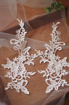 2 pcs ivory lace applique with retro flower 23aef4e0f9b4