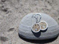 Dune Jewelry Design: Sand Jewelry that allows you can pick your own custom sand from a large selection of locations to find one that's meaningful to you.