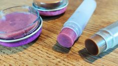 Lippenstift selber machen: Anleitung mit natürlichen Zutaten Make Your Own Lipstick, Diy Lipstick, Lipstick Tube, Homemade Deodorant, Types Of Makeup, Strawberry Pie, Unusual Plants, Soap Recipes, Cool Diy Projects