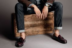 We showcase the iconic pieces of menswear that have stood the test of time and look as remarkable now as they've always done. Loafers Outfit, Tassel Loafers, Denim Outfit, Loafers Men, Winter Outfits Men, Casual Fall Outfits, Casual Shoes, Mod Fashion, Prep Fashion