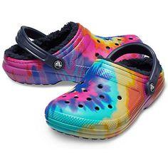 Classic Tie-Dye Lined Clog - Crocs Crocs With Fur, Fuzzy Crocs, Crocs Slippers, Crocs Shoes, Shoes Sneakers, Crocs Fashion, Sneakers Fashion, Fort Lauderdale, Cool Crocs