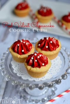 These Red Velvet Cheesecake Cookie Cups take just minutes to prepare and are so fabulously festive! The no-bake red velvet cheesecake filling is wonderful! Red Velvet Cheesecake Cookies, Red Velvet Pancakes, Cheesecake Recipes, Cookie Recipes, Dessert Recipes, Eggnog Fudge, Perfect Roast Chicken, Red Velvet Recipes, Savarin