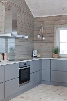 A Collection Of 10 Small But Smart Kitchen Interior Designs Wooden Kitchen, Kitchen Dining, Kitchen Decor, Kitchen Grey, Smart Kitchen, Kitchen Design Open, Interior Design Kitchen, Cottage Kitchens, Home Kitchens