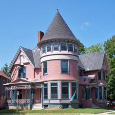 Just another beautiful downtown Fredericton building. The turret rocks my world. Would this properly be considered Victorian? Victorian Homes Exterior, Victorian Houses, Pink Houses, Old Houses, Thomas University, Interior Garden, Beautiful Inside And Out, Romantic Homes, Moorish