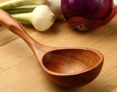 Grote houten pollepel, lepel voor het serveren van de stoofpot en chili, Handmade, diepe geworpen lepel kersenhout, houten gebruiksvoorwerp, portie gebruiksvoorwerp