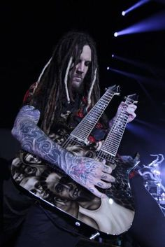 Brian and his awesome guitar Nu Metal, Heavy Metal, Ray Luzier, Brian Head, Jonathan Davis, Rob Zombie, Korn, Great Bands, Metal Bands