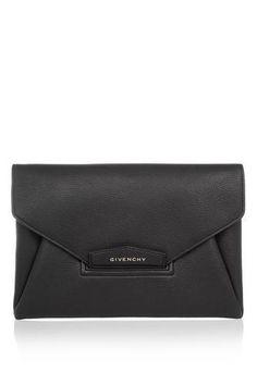 Antigona envelope clutch in black grained leather #envelopebag #women #covetme #givenchy