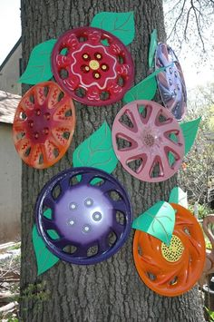 """This is cute! Good idea for all those """"found"""" hubcaps on the sid eof the road! LOL"""