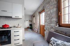 Dai un'occhiata a questo fantastico annuncio su Airbnb: Casa nel borgo antico di Castello - case in affitto a Brenzone