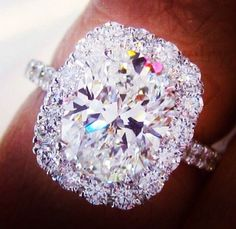 This is So pretty!!!! Wedding/ Engagement ring