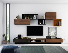 Ideas para salones modernos. Ideas de composiciones modulares modernas. Free modularity living room. Acabado nogal nature, carbón mate, blue mate, orange mate y  cerámica PIZARRA.