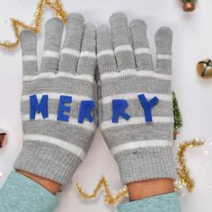 Spice up regular knit mittens with fun MERRY felt letters!