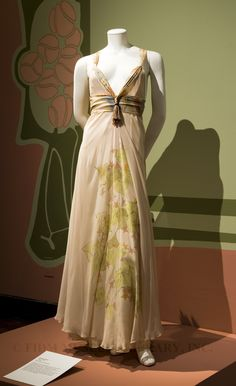Dreamy gown for a fairy or courtier