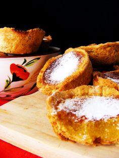Portuguese Food: Pastéis de Feijão (recipe in Portuguese and English) My… Portuguese Desserts, Portuguese Recipes, Portuguese Food, Just Desserts, Dessert Recipes, Wine Recipes, Cooking Recipes, Cupcakes, Sweet Recipes