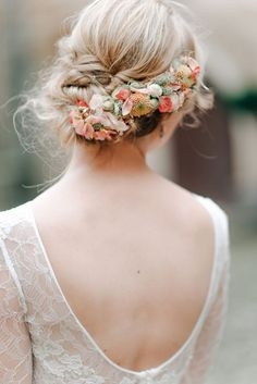 Peach blossom flower crown | Photography by http://www.graceandblush.com/