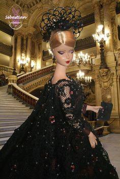 Portrait 2 of Spleen de Paris by Sebastian Atelier. Background Opera Garnier