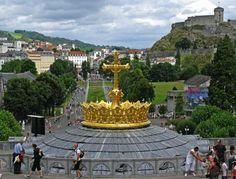Gouden kroon op de basiliek, Lourdes