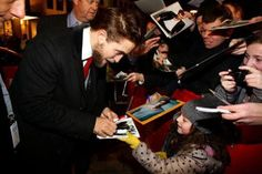 The full color of him signing the pic of him and Kristen from Twilight Promo….because I can and because he looks totally at ease and perfectly happy to sign that picture!