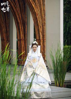 Korean traditional clothes. #wedding #wonderful #dress 한국의 전통의상입니다. 전통혼례를 올릴때 입는 의상이지요^ ^