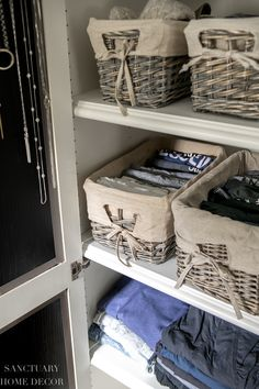 Easy DIY Closet organizing ideas that will keep your clothes and accessories neat and tidy. Use these simple solutions to get your closet organized today! Diy Home Decor Bedroom, Easy Home Decor, Diy Home Crafts, Home Organization Hacks, Closet Organization, Organizing Ideas, Hanging Clothes, Cleaning Closet, Indian Homes