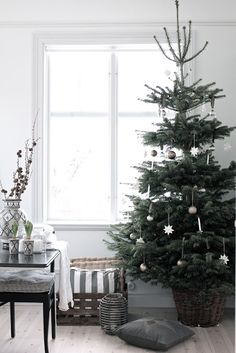 Scandinavian christmas - love the simplicity