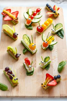 Fruit & Vegetable Bug Snacks for Envirokidz – www.c… Fruit & Vegetable Bug Snacks for Envirokidz – www. Bug Snacks, Healthy Snacks, Fruit Snacks, Kids Fruit, Healthy Kids Party Food, Kids Party Snacks, Kids Fun Foods, Bug Party Food, Cute Kids Snacks