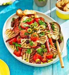 Grilled haloumi, chorizo and tomato salad: What more could you ask for? Salty, creamy cheese and spicy sausage get together to create a salad to die for! Real Food Recipes, Cooking Recipes, Healthy Recipes, I Love Food, Good Food, Catering, Tomato Salad Recipes, Banting Recipes, Barbecue Recipes