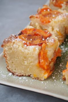 almond ricotta apricot cake - looks yummy Apricot Recipes, Sweet Recipes, French Recipes, Just Desserts, Delicious Desserts, Yummy Food, Baking Recipes, Cake Recipes, Dessert Recipes
