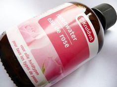 Een flesje rozenwater kost nog slechts 1,99 bij de Kruidvat en het is een waar wondermiddel!