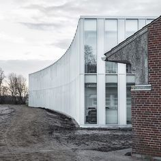 This 3,000-square-metre extension of a postmodern town hall in Tønder by @sleth_architects intentionally contrasts the linear brick building with its bright white colouring and concave facades – a reference to the curve of a nearby river. Find out more on dezeen.com/architecture #architecture #extensions #Denmark Photograph by @coast_studio.