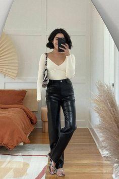 Beautiful Outfits, Leather Pants, Style Inspiration, Fashion, Leather Jogger Pants, Moda, Fashion Styles, Lederhosen, Leather Leggings